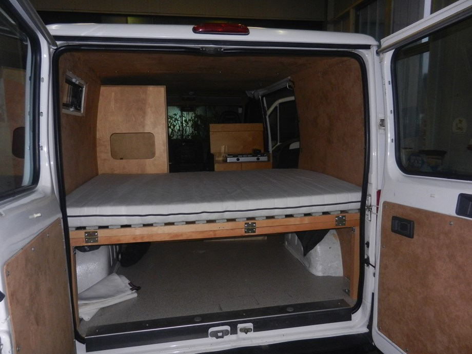 peugeot boxer campingbus gebrauchtes wohnmobil auf. Black Bedroom Furniture Sets. Home Design Ideas
